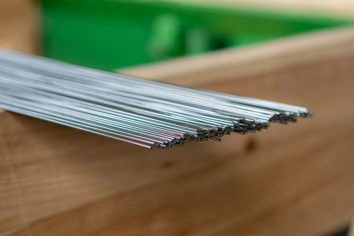Проволока стальная легированная пружинная», ТУ 3-1002-77 «Проволока пружинная коррозионностойкая высокопрочная», ГОСТ 2179-75 «Проволока из никеля и кремнистого никеля»