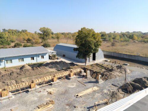 На территории завода идет строительство трубопрокатного цеха и здания офиса